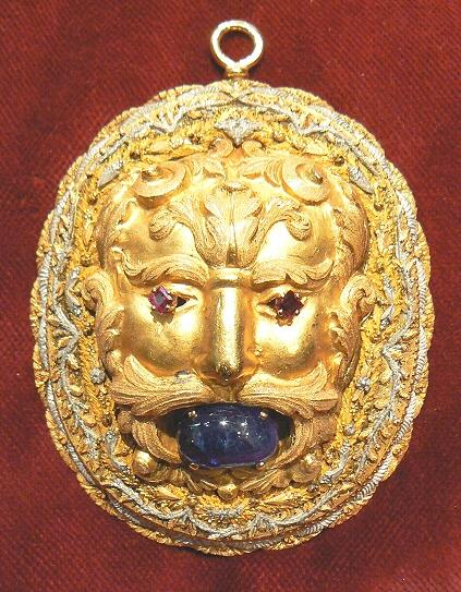 Ancient mask, private collection.